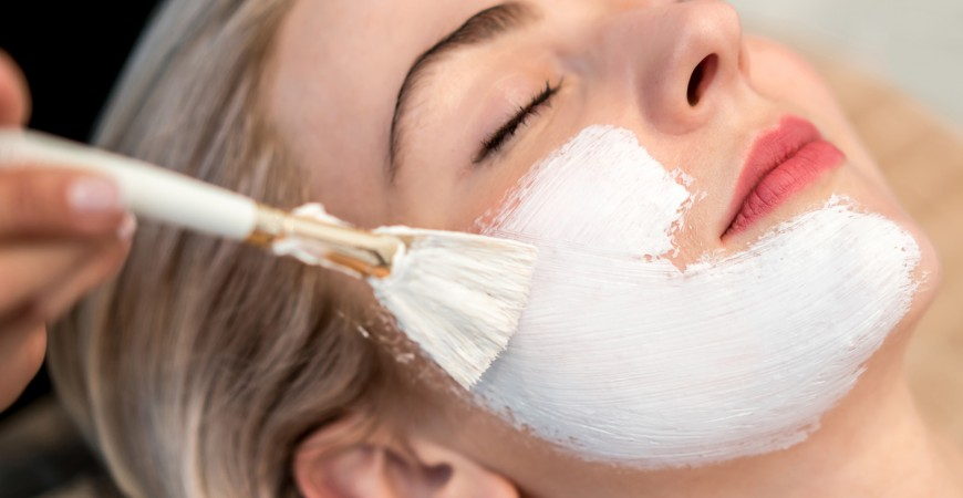 Say goodbye to the scalpel with this rejuvenating natural mask