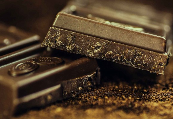 What are the main benefits of chocolate?